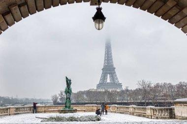 Snowfall over Pont Bir-Hakeim - Paris, France