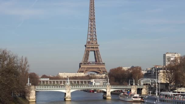 Metro traffic on Pont Bir-Hakeim - Paris, France