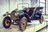 München, Németország - November 26, 2018: gyűjteménye történelmileg ismert és a járművek, a müncheni közlekedési Múzeum (Deutsches Museum Verkehrszentrum).