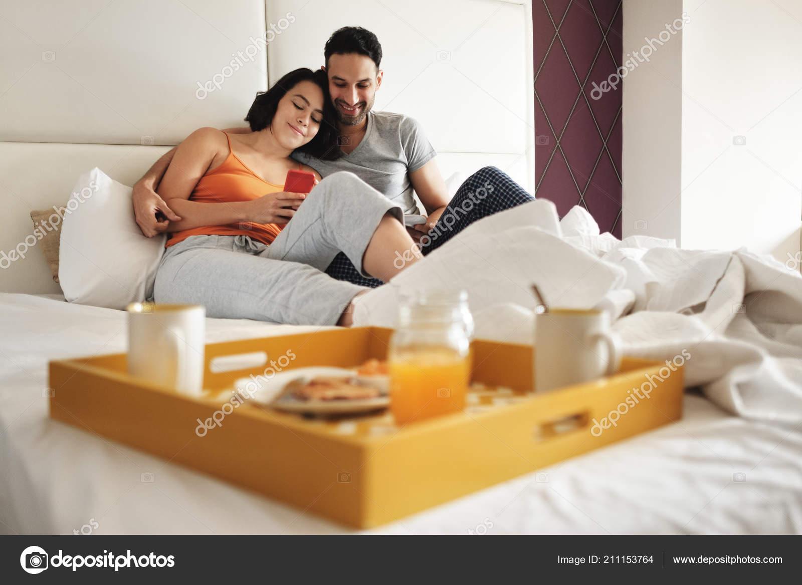 Муж и жена и подруга домашнее, эротика секс в стиле арт куни онлайн