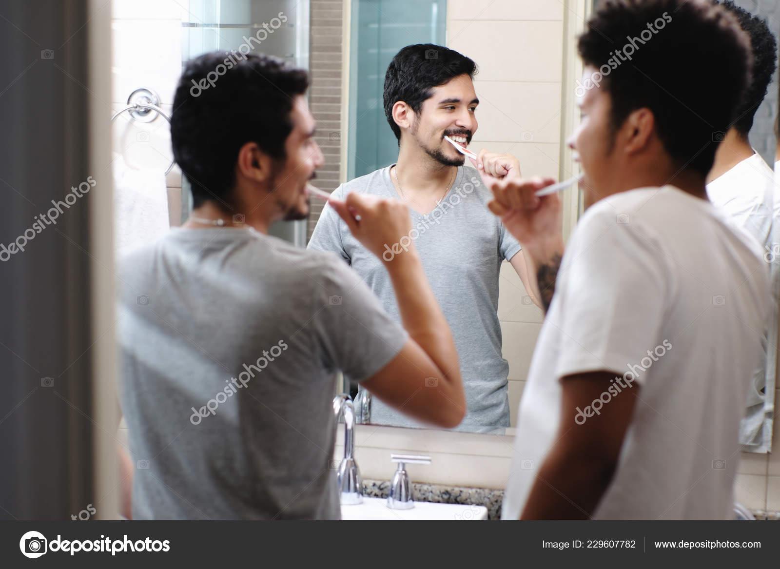Gay Sex in de badkamer