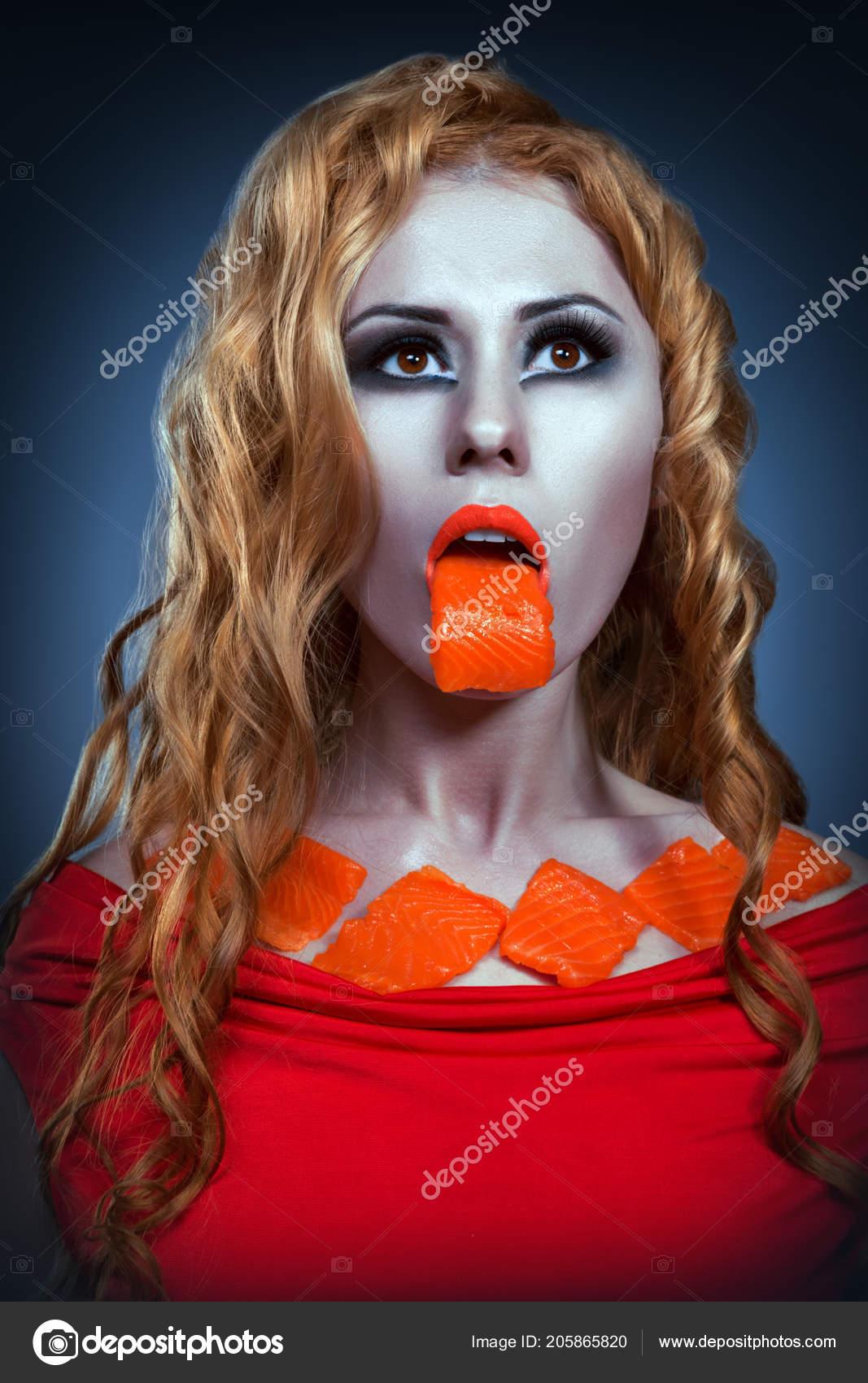 Portrait Blonde Bright Make Piece Raw Salmon Her Mouth — Stock Photo
