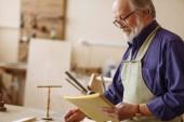 Rentnerin entwirft neues Projekt