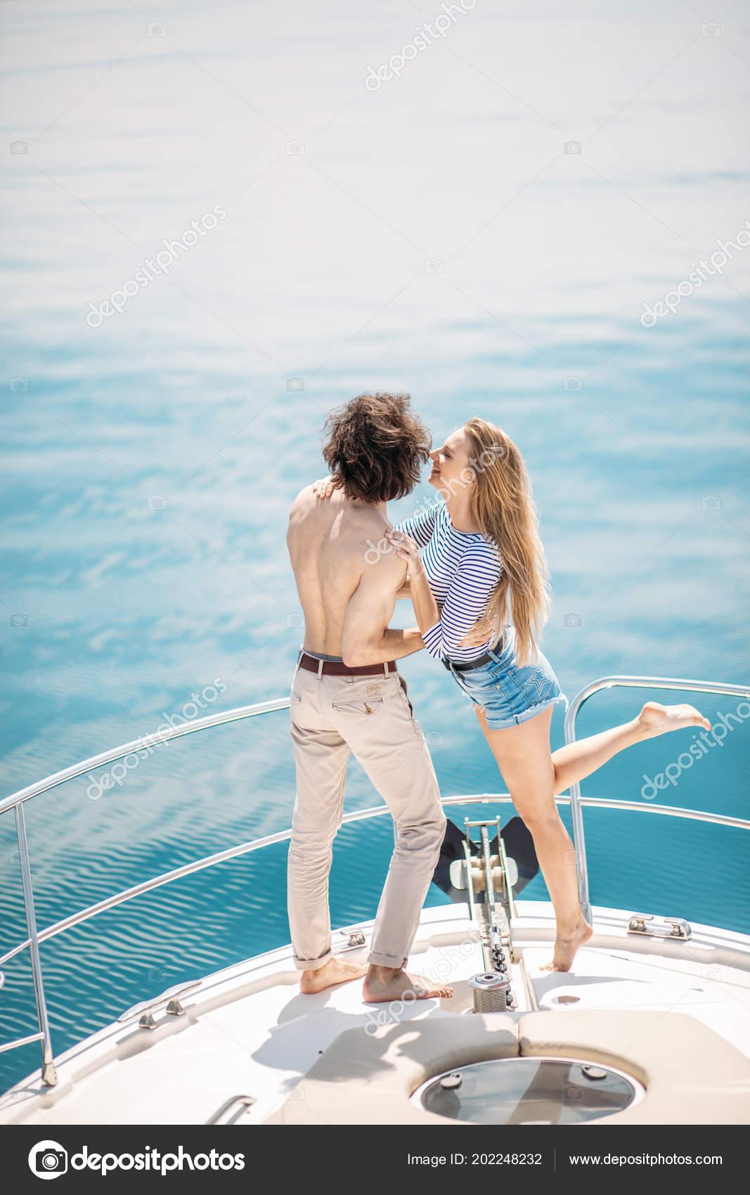 Heiße Dating Liebhaber Auf Der Luxus Boot Auf Hoher See Im Sommer