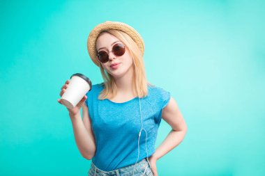 fashion girl with coffee. young woman drinking coffee while travelling