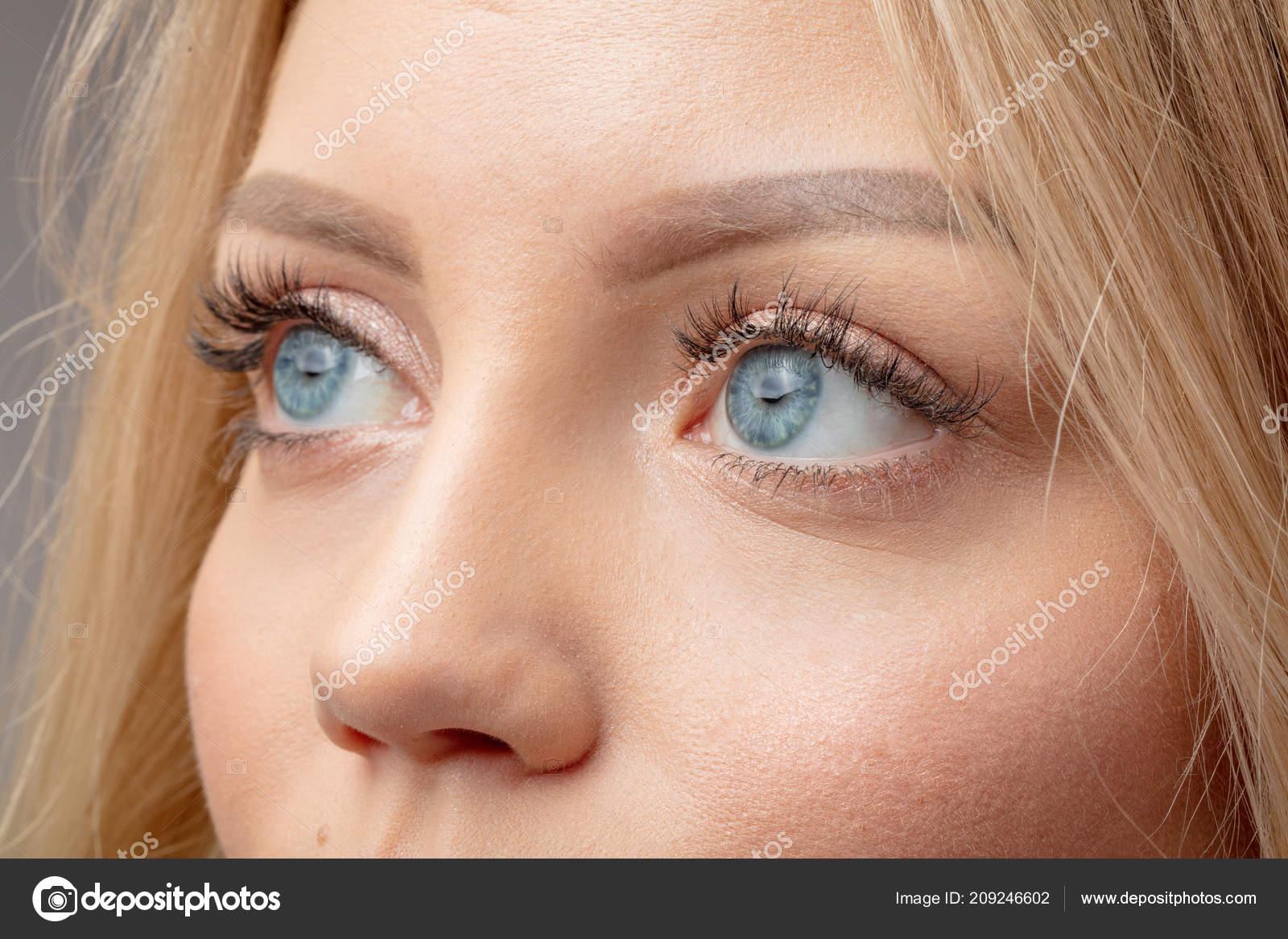 Con azules rubios ojos ¿Cómo eran