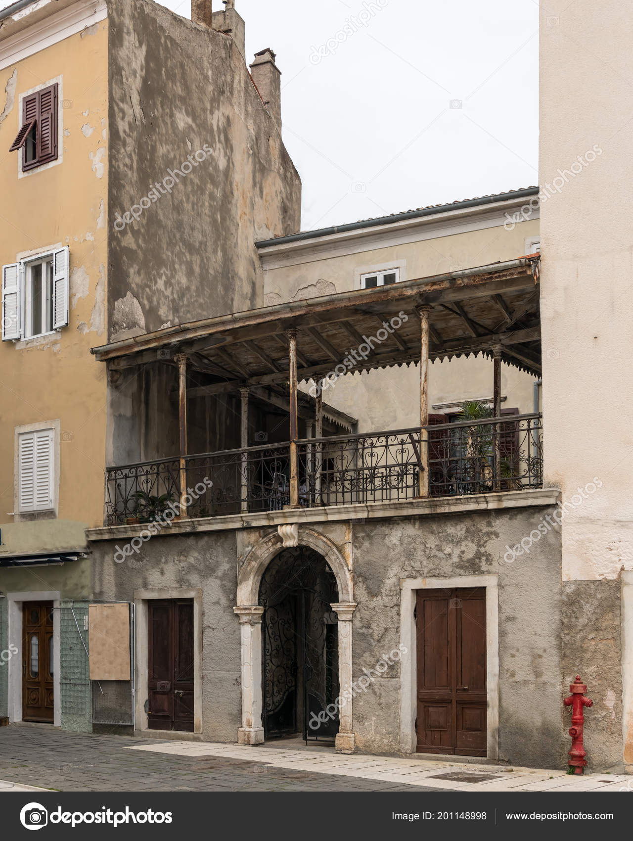 Maison Ancienne Terrasse Minable Dans Centre Cres Croatie