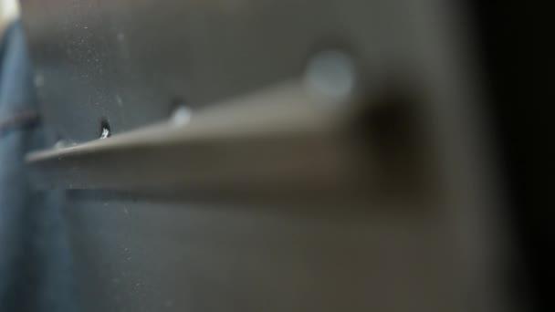 Bezpečné zdi fragment. Svařený roh. Detaily bez malování. Svařovací stopy jsou zobrazeny. Detailní záběr.