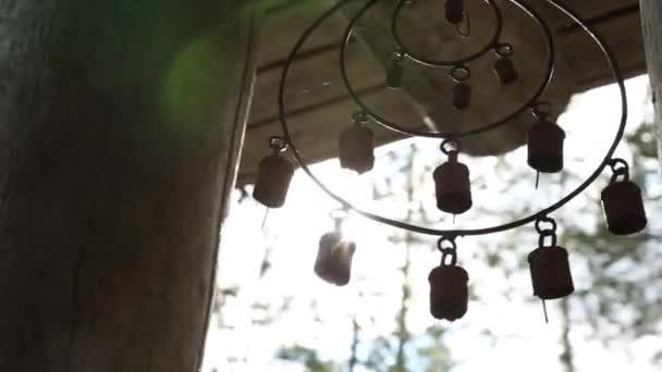 Dreamcatcher, nativo americano amuleto sul tramonto. Sciamano.