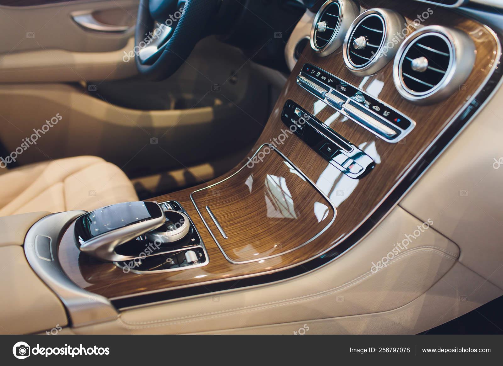 Carro Interior Moderno Com Assento De Couro Branco Veiculo Stock Photo C Vershinin Photo 256797078