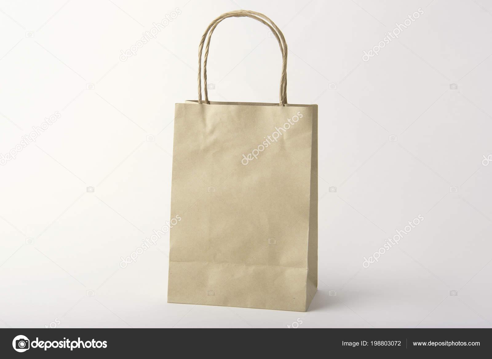 De Papieren Zak : Lege bruine papieren zak voor mockup sjabloon reclame het