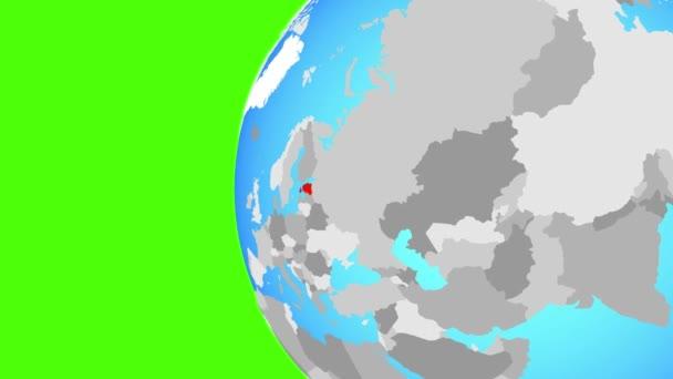 Estonsko na modré politické globe. Obíhající kolem zeměkoule a přiblížení k zemi. 3D obrázek