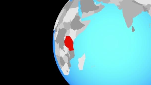 Tanzanie na modré politické globe. Obíhající kolem zeměkoule a přiblížení k zemi. 3D obrázek