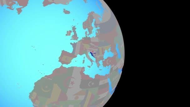 Přiblížit Chorvatsko s vlajkou na zeměkouli