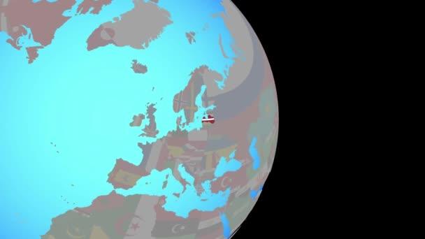 Přiblížit Lotyšsko s vlajkou na zeměkouli