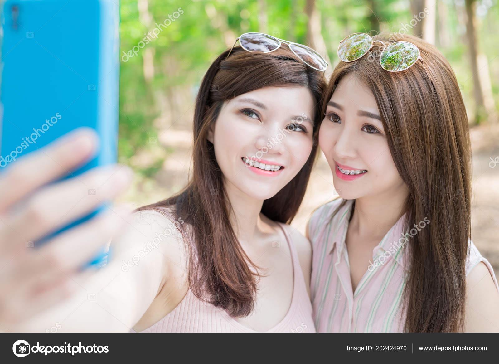Two Beauty Women Wearing Braces Teeth Taking Selfie Happily — Stock Photo