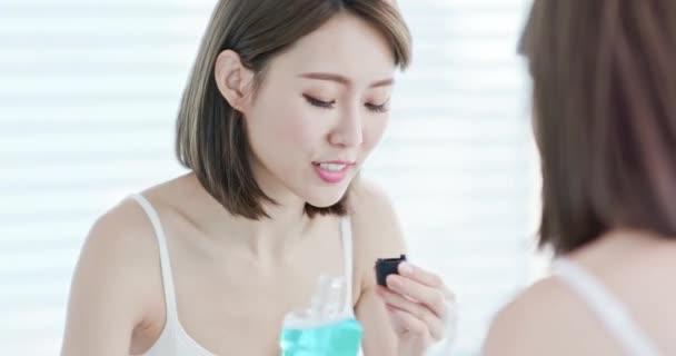 asian woman gargle after brushing