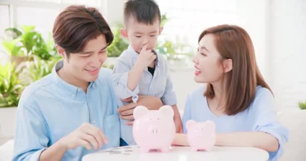 Családi megtakarítás pénzt koncepció