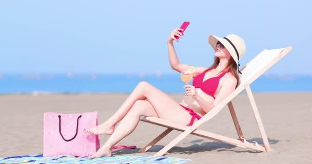 bikini nő vesz selfie