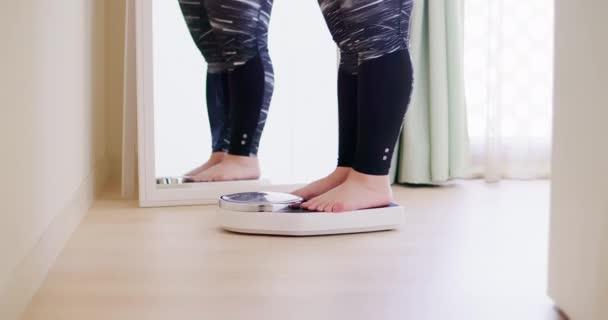 kövér ázsiai lány súlymérték