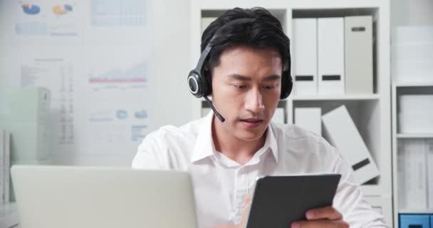 Telearbeit-Videotreffen im Büro