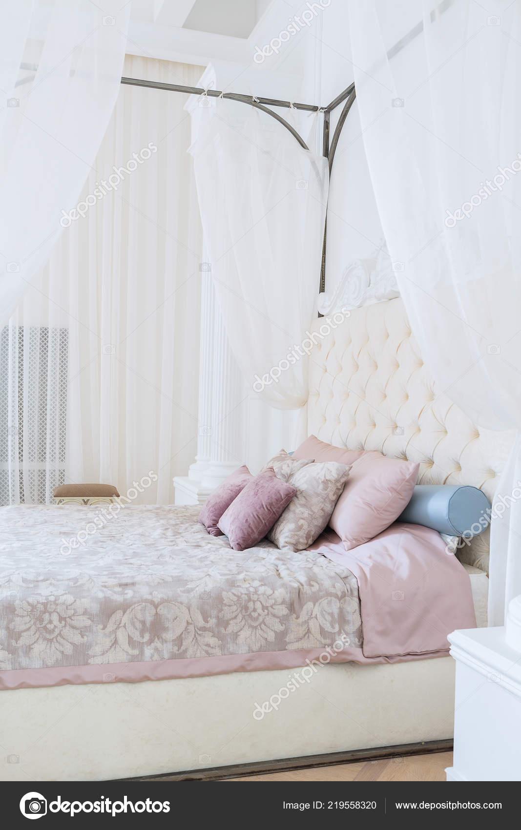 Luxury Classic Interior Design Bedroom Luxury Rich Bedroom Interior Design Elegant Classic Furniture u2014 Stock Photo