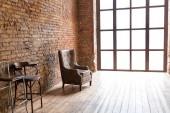 Interior design di lusso elegante salotto con mobili in legno