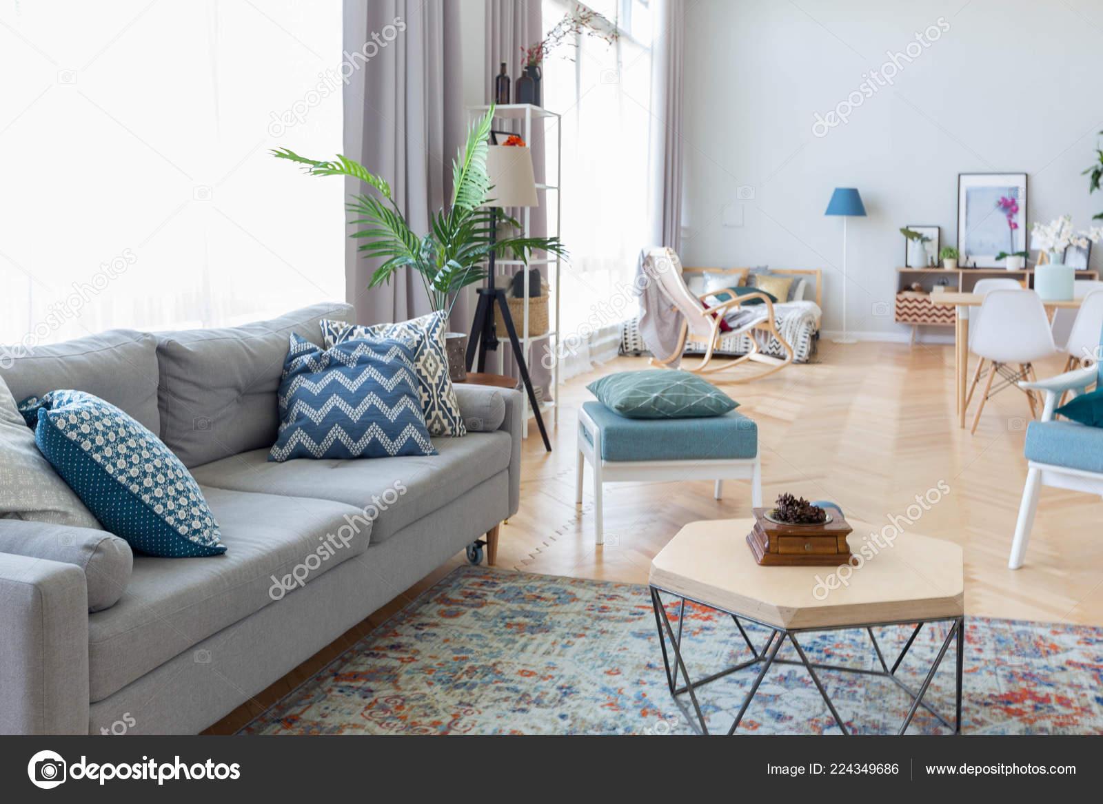 Arredamento Moderno Colorato.Arredamento Moderno Studio Appartamento Con Mobili Colorati