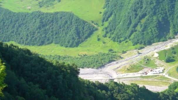 krásné zelené hory z Gruzie, přehled