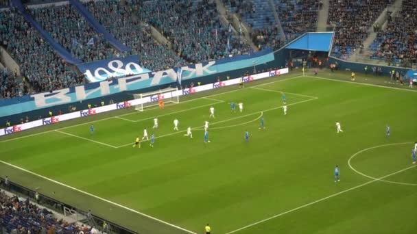 Saint-Petersburg, Rusko-27 listopadu 2018: těžký okamžik ve fotbalovém utkání