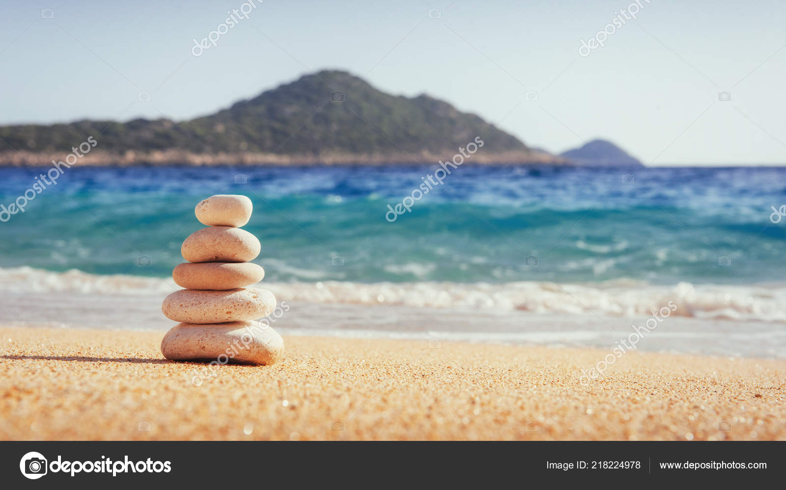 the characteristics of a sandy shore Coasts i: classification & characteristics  this is where the river bedload is deposited and it consists most of sandy  if island is still close to shore,.