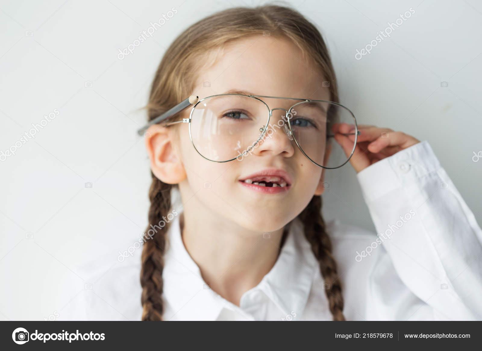 90f6ae8f4663 Little Happy Girl Wearing Glasses Education School Preschool Child Smart —  Stock Photo