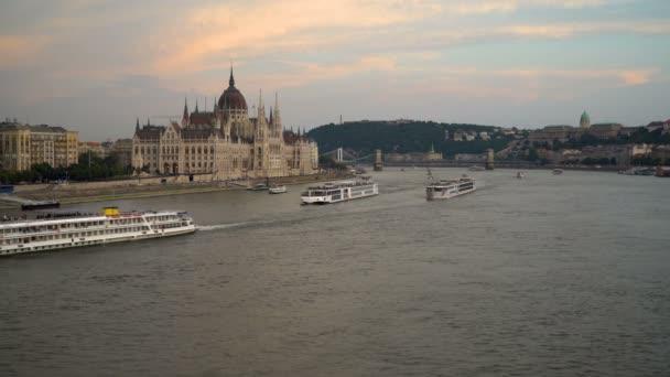 Budavari palota és a Parlament