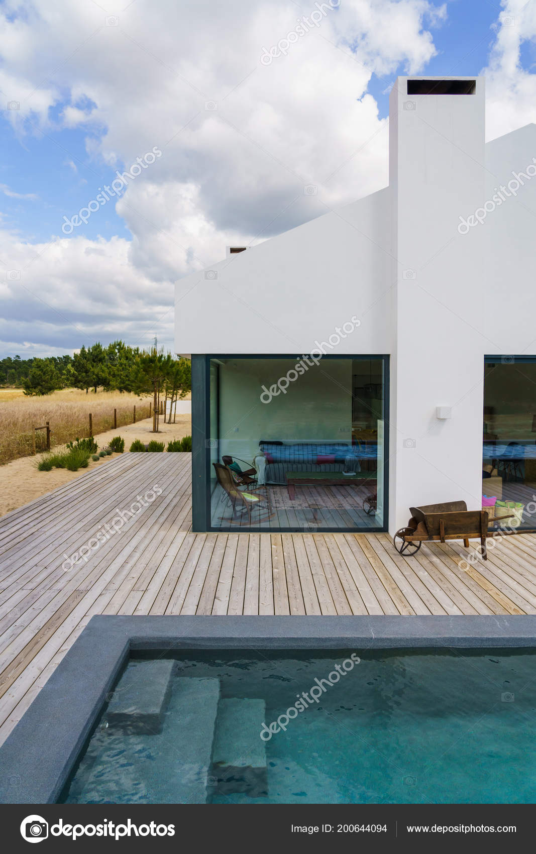 Maison Moderne En Bois modern house garden swimming pool wooden deck — stock photo