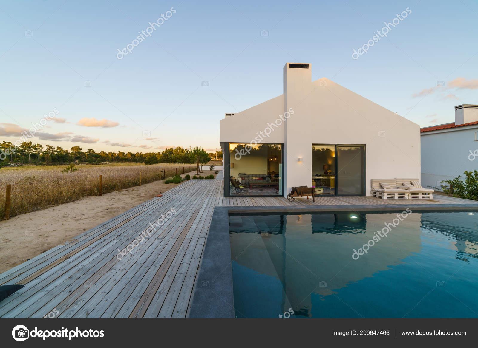 Modern House Garden Swimming Pool Wooden Deck — Stock Photo