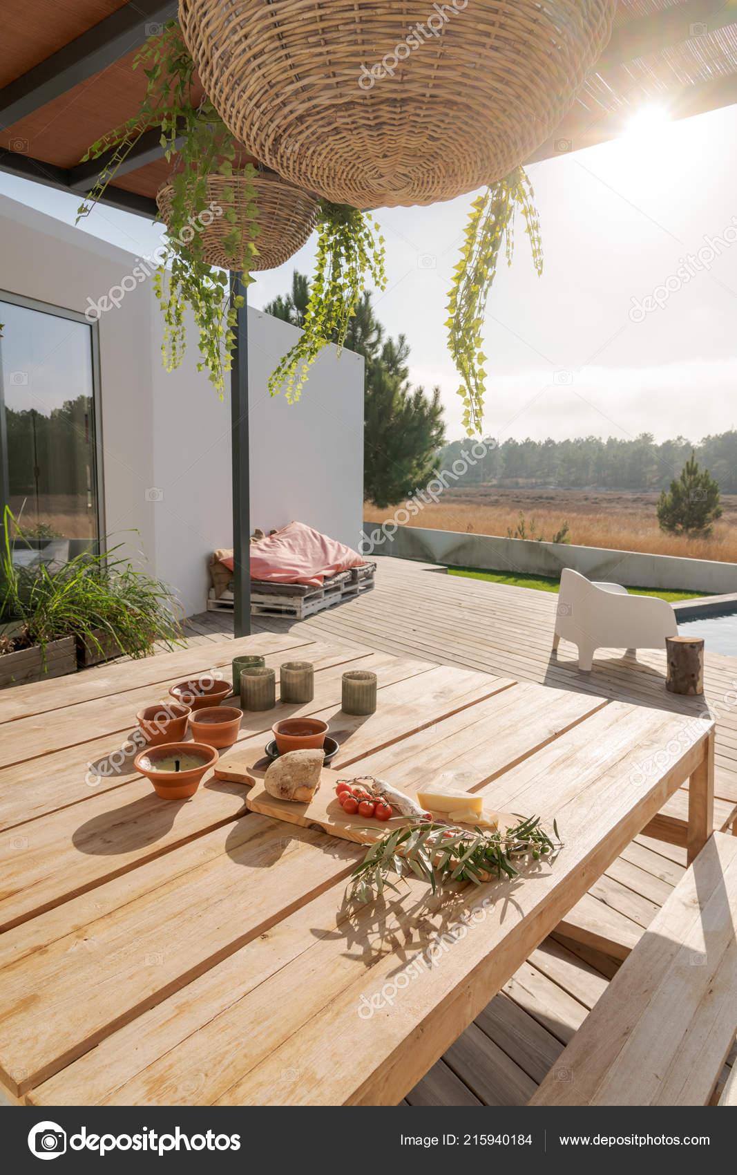 Maison Moderne Avec Jardin Piscine Terrasse Bois Avec Des Cas