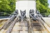 Fontána z Fallen Angel (Fuente del Angel Caido, od Ricardo Bellver, 1877) - zvýraznit Buen Retiro parku. Buen Retiro Park - Park z příjemné útočiště -, jeden z největších parků města Madridu. Španělsko