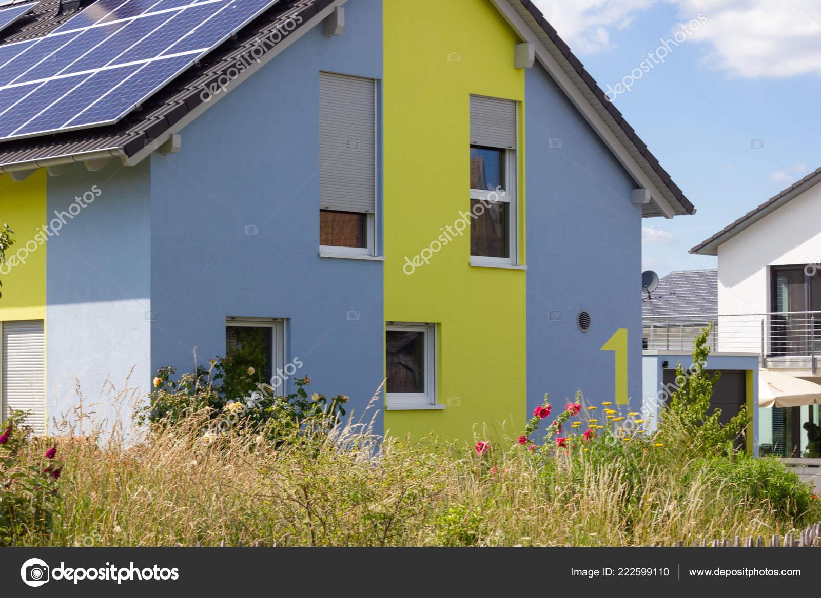 architecture moderne maison dans campagne printemps dans sud