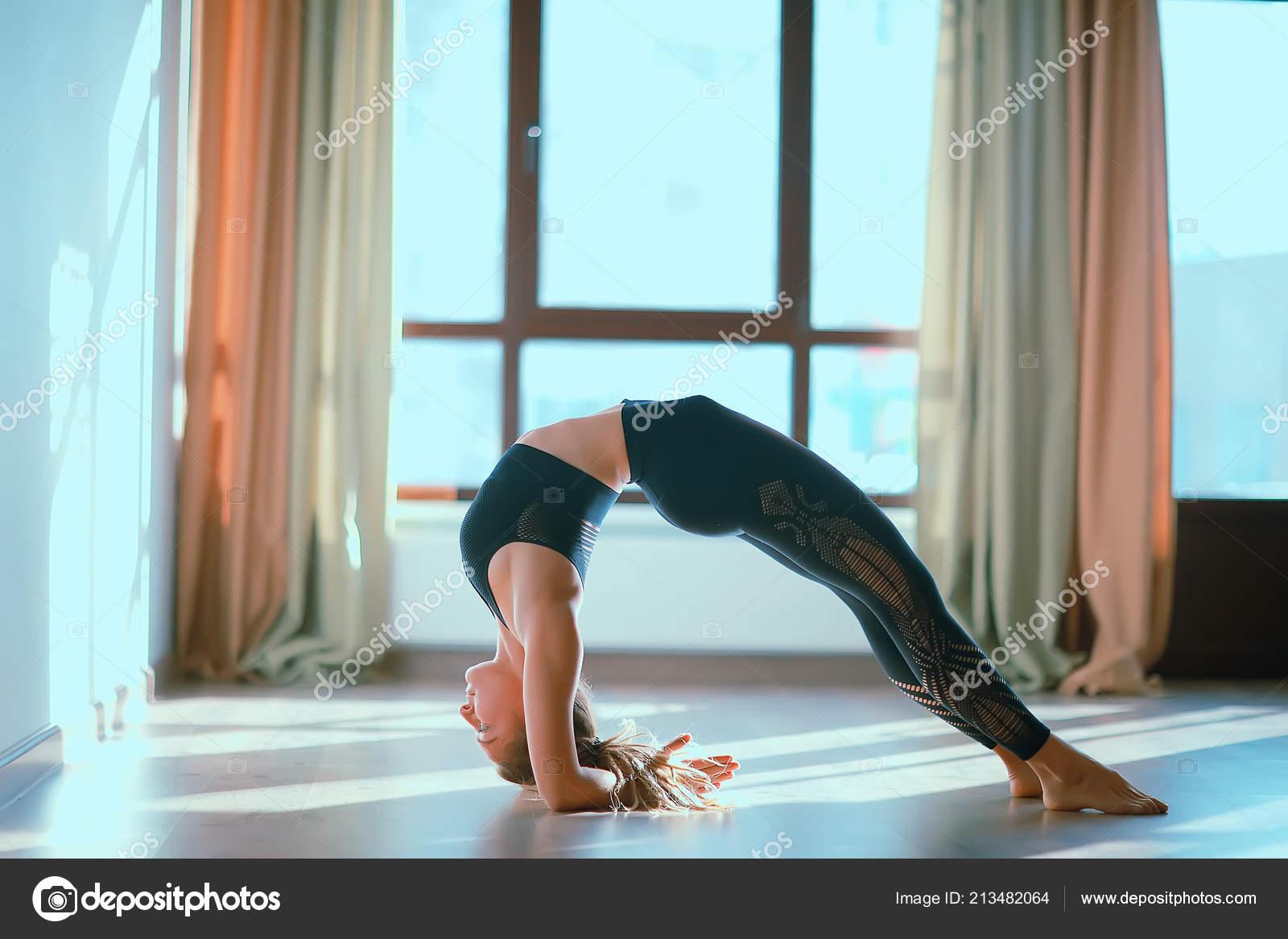 gde-lesbiyanki-gimnastika-gibkie-devushki-trahayut-ochen