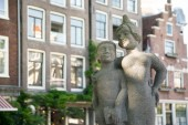 Photo Woutertje Pieterse and Femke Statue in Amsterdam