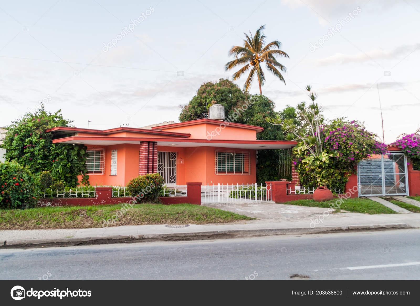 Haus Der Vorstadt Von Camagüey Kuba — Stockfoto © mathes ...