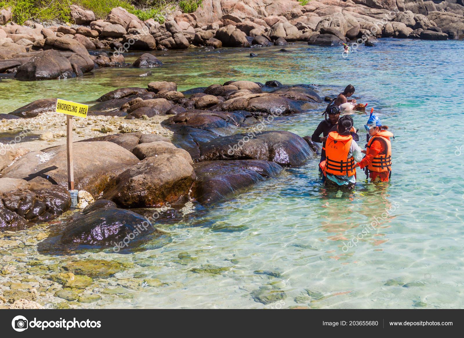 Pigeon Island Sri Lanka Juli 2016 Menschen Gehen Schnorcheln