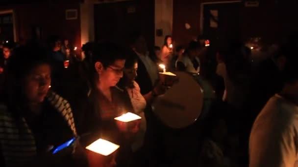 Teilnehmer des Nachtumzugs am Ostersonntag