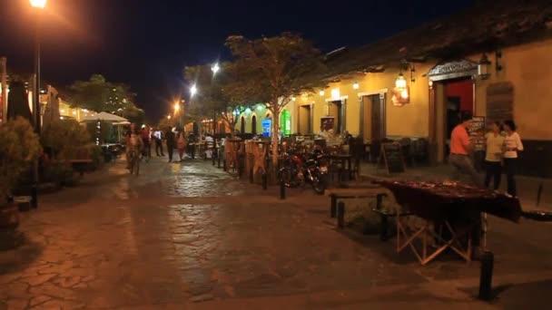 Nachtansicht der Fußgängerzone