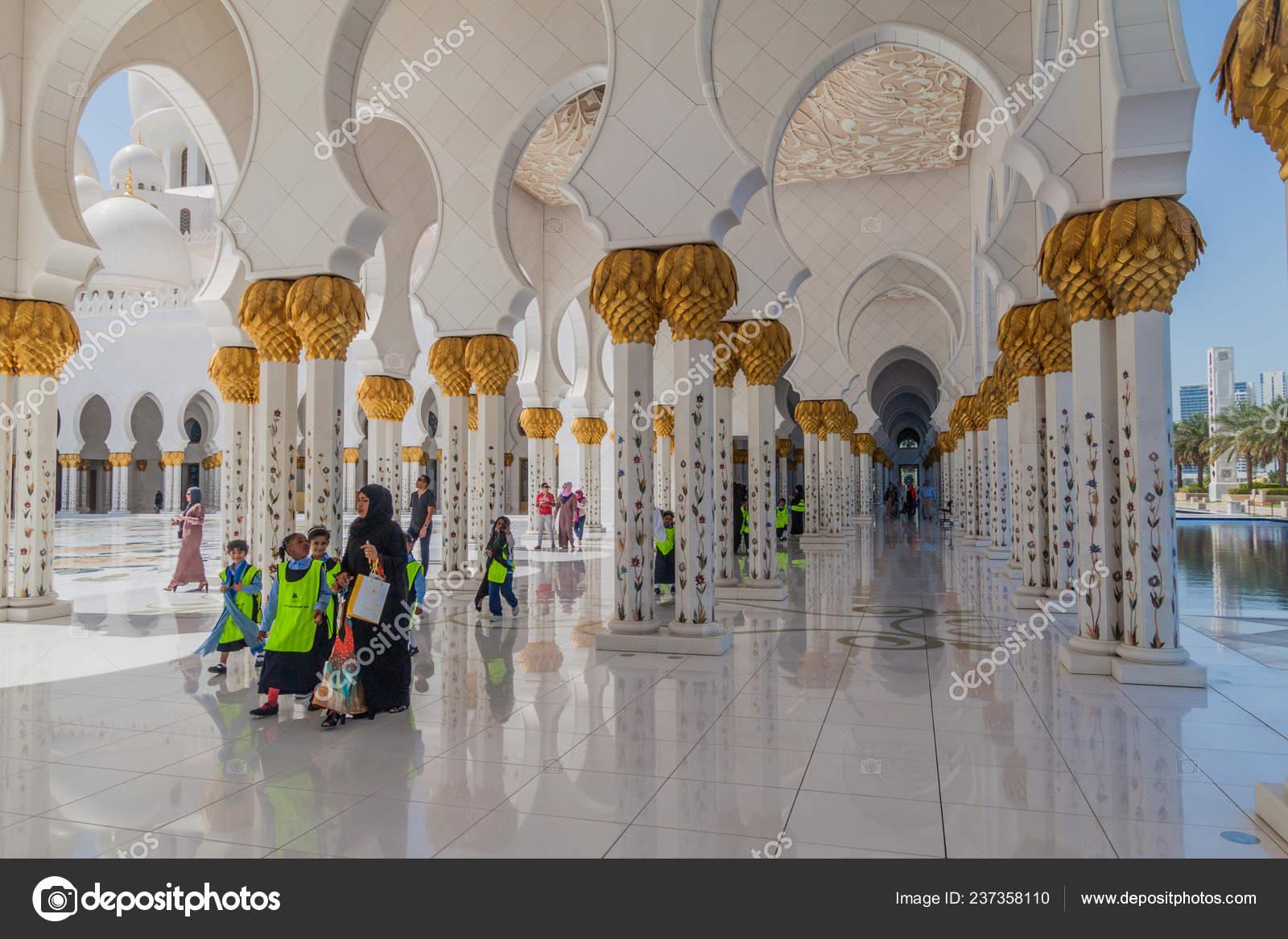 Abu Dhabi Uae March 2017 Group Children Visiting Sheikh Zayed