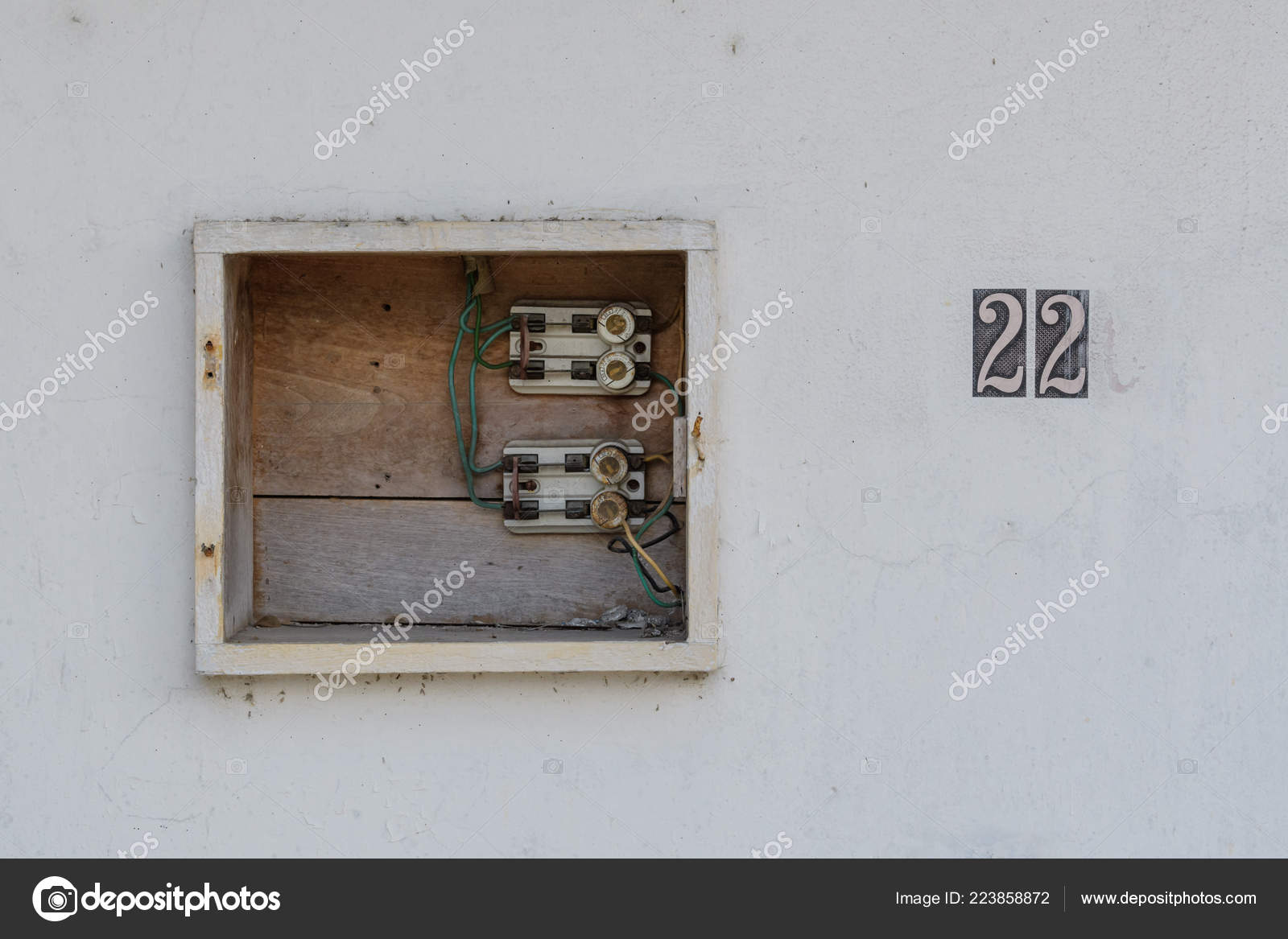 Old Out House Fuse Box Short Version on