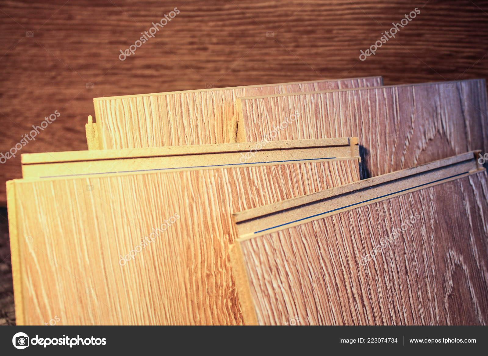 Fußbodenbelag Laminat ~ Laminat proben von laminat und diele schneiden und verlegung