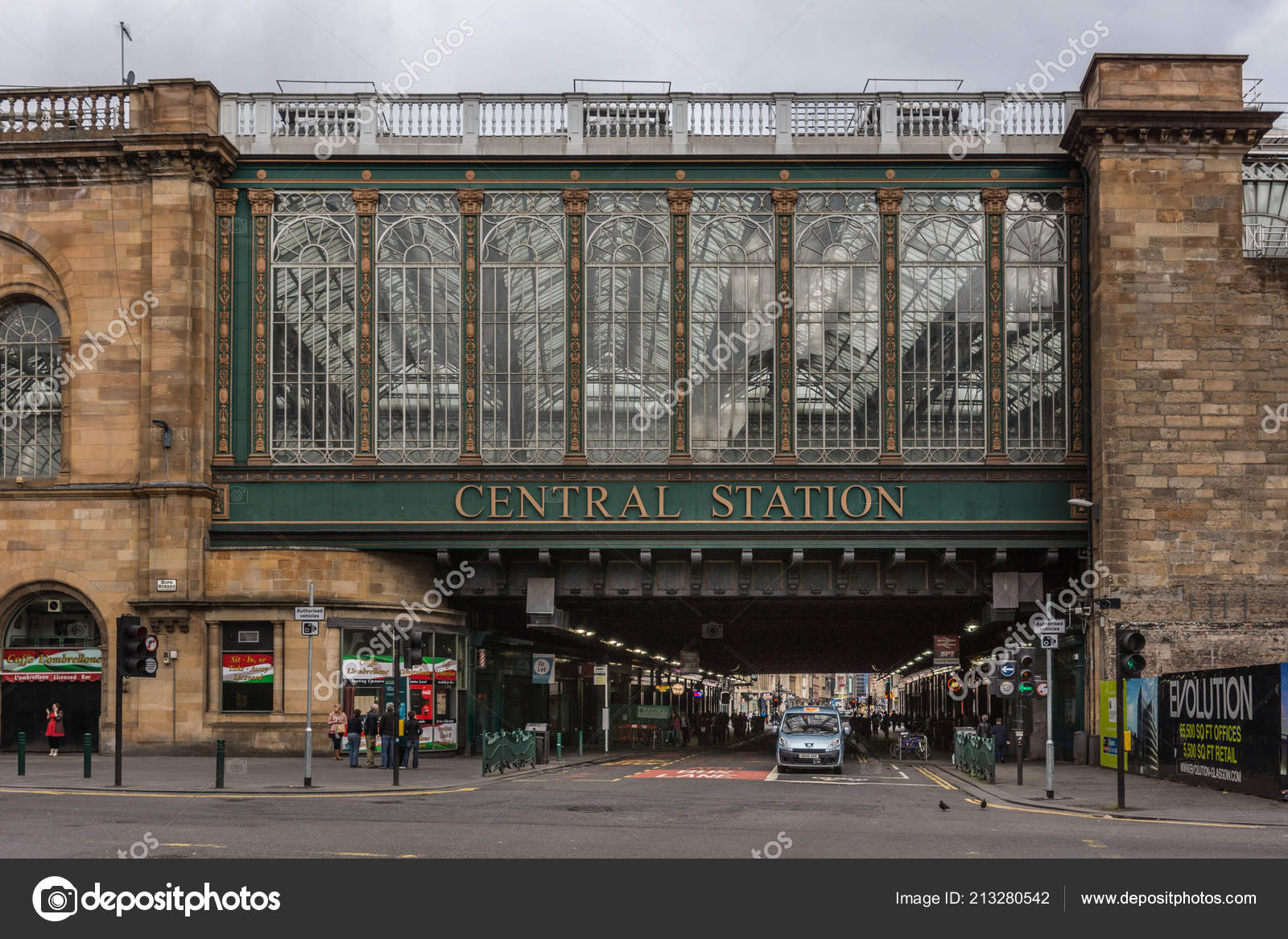 6c76696981 Glasgow Scotland June 2012 Street Scene Central Station Large Windowed —  Stock Photo