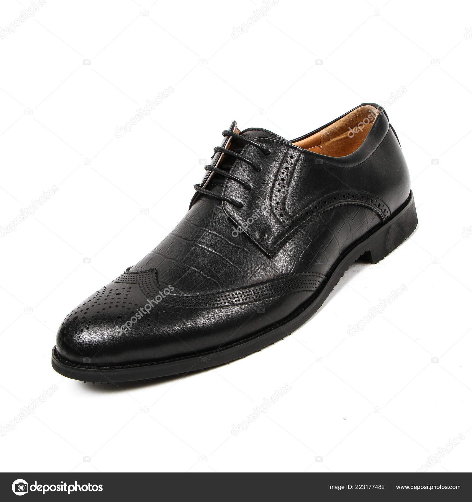 81b021a2cd3 Cueros de oficina hombre zapatos aislados en blanco– imagen de stock