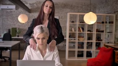 Тетки босс лесбиянка видео негритянок